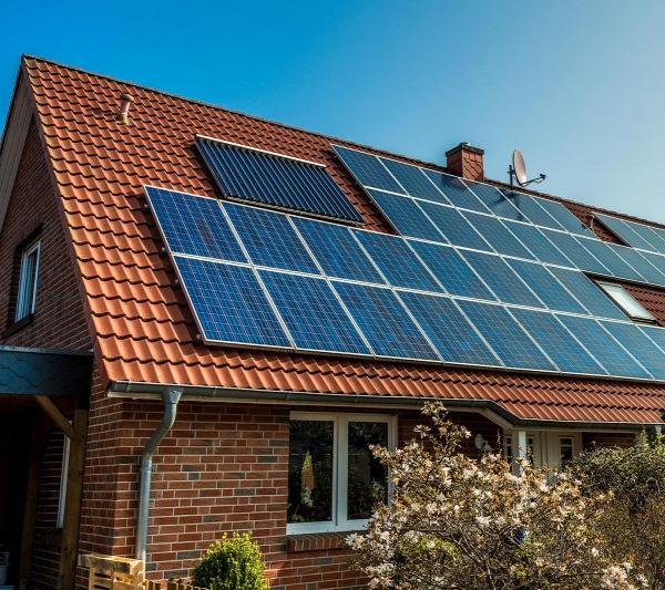 Lakossági napelemes rendszerek támogatása és fűtési rendszerek elektrifikálása napelemes rendszerekkel kombinálva pályázat